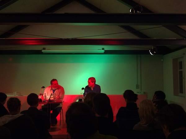 Thomas Meinecke und Prof. Dr. Eckhard Schumacher am 13.01.2010 im Koeppenhaus. Photo: Fleischervorstadt-Blog