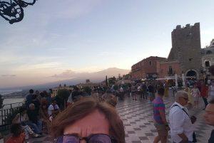 Auch wichtig als Tourist: beim Sightseeing möglichst hirnverbrannte Photos machen