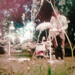 """Huey Walker spielt """"Droops"""" live im Garten des Ballhaus Tucholski in Loitz"""